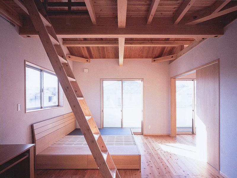 国産無垢材の寝室