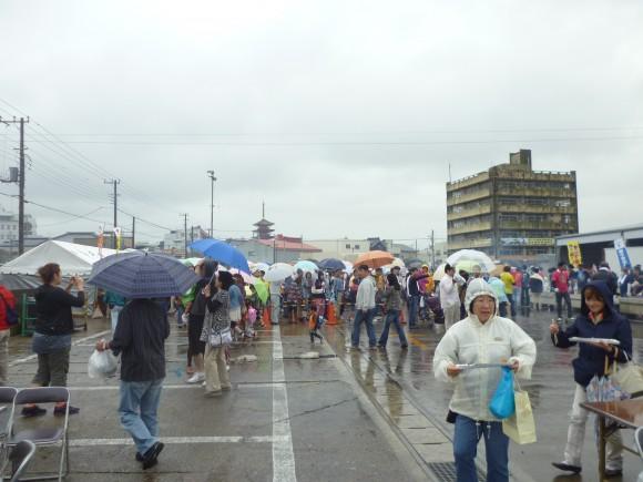 天候が雨にもかかわらず、ホントに多くの来場者数でした !